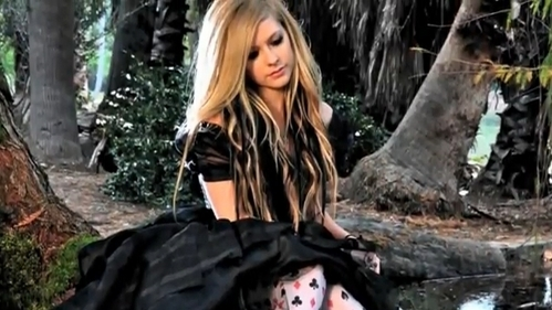 Post a pic Avril Lavigne photoshoot !!