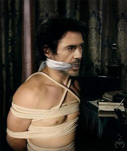 Post a picture of an actor with ropes.