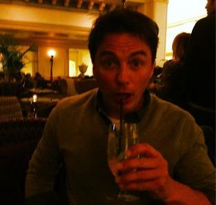 Post a picture of an actor with a straw.