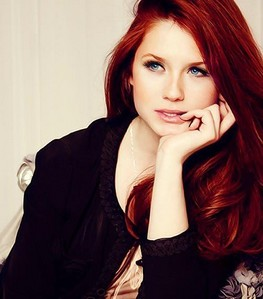 Why do آپ think that Bonnie Wright isn't a good acress? And in what movie do آپ find that she was worse?