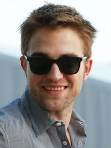 Post a ছবি of Robert smiling :)