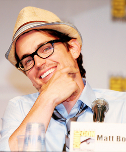 Post a picture of an actor wearing specs (glasses)?