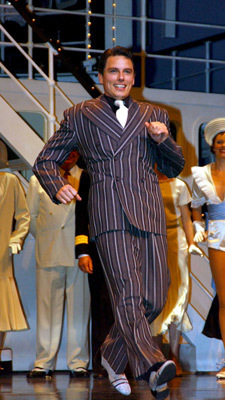 Post a picture of an actor with a stripy suit.