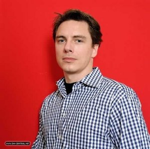 Post a picture of an actor with a red background/