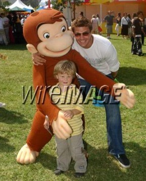 Post a pic of your actor with a cartoon character...