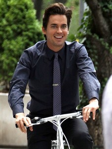 Post a picture of an actor riding, या near, a bicycle?