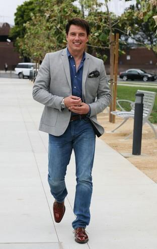 Post a picture of an actor walking and smiling.