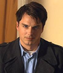 Post a picture of an actor where his facial expression says *im gonna get you*