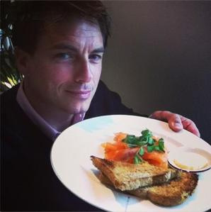 Post a picture of an actor holding a plate.