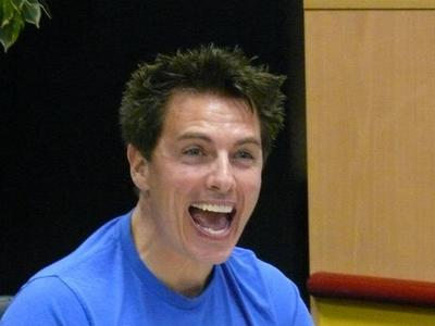 Post a picture of an actor with his mouth open.