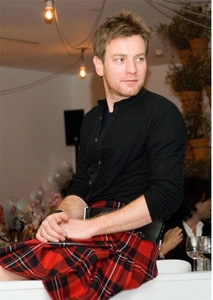 Post a picture of an actor wearing a kilt?