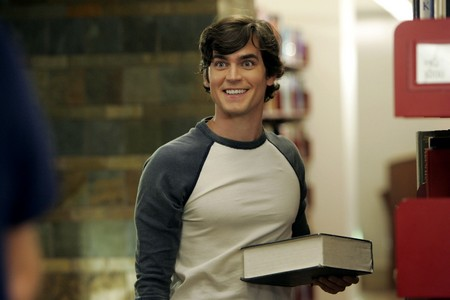 Post a picture of an actor with a book ou books?