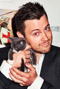 Post a picture of an actor with a cat