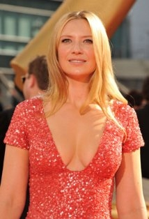 How old is Anna Torv?