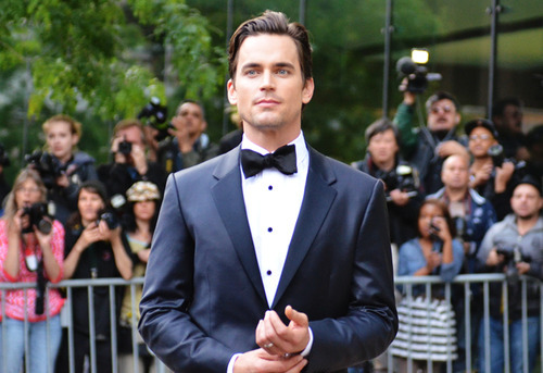 Post a picture of an actor wearing a tuxedo?