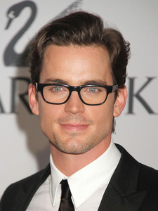 Post a picture of an actor wearing glasses?