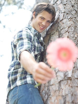 litrato of an actor with a bulaklak :D