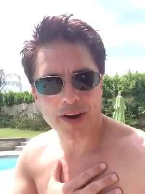 Post a picture of an actor where hes shirtless.