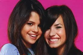 Demi and Selenna, can آپ be best friend agan i miss we miss your funny,happy moments and pictures together pls be bff again?