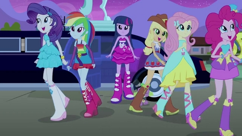 In Equestria Girls, who is the prettiest in this picture? (I'd ask this vraag on a poll, but Google afbeeldingen isn't giving me the pictures I want for the choices.)