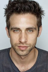 Post a picture of an actor whos eyes toi love.