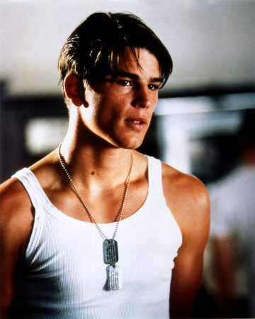 Post a picture of an actor wearing a tank top.