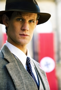 Post a picture of an actor wearing a hat.