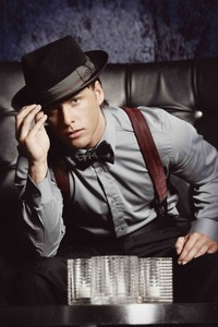 Post a picture of an actor wearing a bowtie.