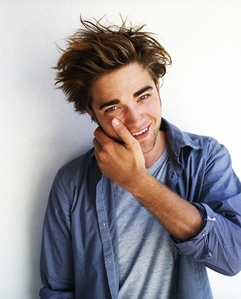Post a hot picture of Robert Pattinson.
