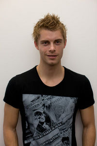Post a hot picture of Luke Mitchell.