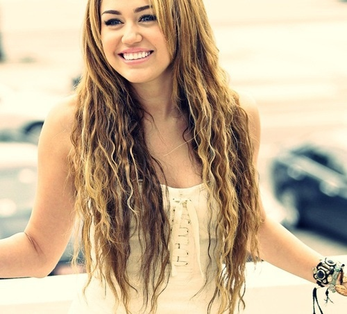 Post a pic of Miley in curly hair