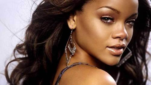 what is Rihannas REAL name and LAST name >>>????