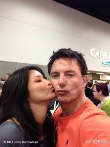 Post a picture of an actor getting kissed.
