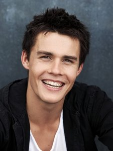 Post a picture of an actor with an adorable smile.