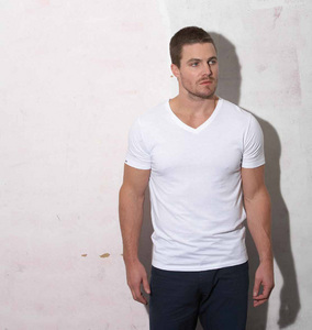 Post a picture of an actor wearing white.