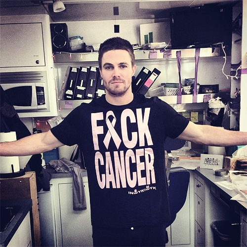 Post a picture of an actor which has words on a t-shirt.