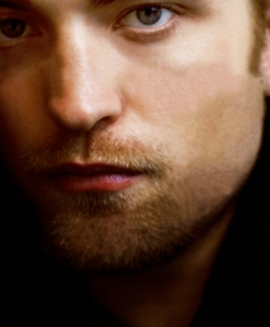 Post a picture of an actor which is a close up.