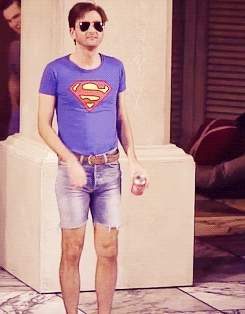 Post a picture of an actor wearing shorts.
