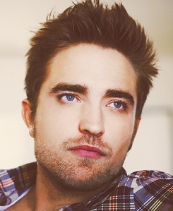 Post a picture of Robert Pattinson.
