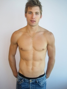 Post a picture of an actor shirtless.
