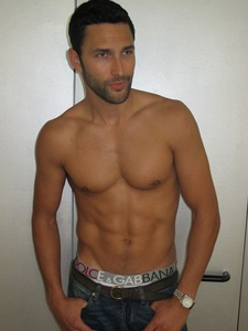 Post a picture of an actor whos got a nice body.