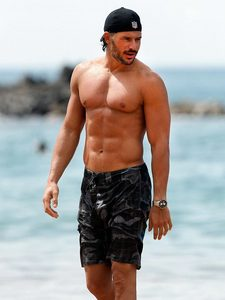 Post a picture of an actor at the beach.