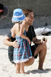 Post a picture of Tobey Maguire and his daughter