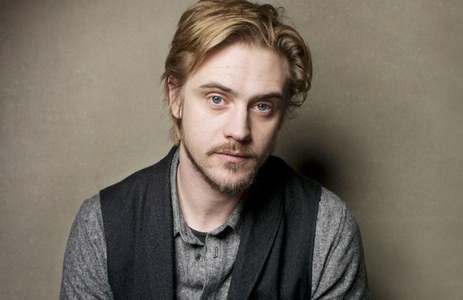 Post a picture of an actor with hair over his ear.