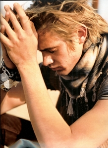 Post a picture of an actor wearing a scarf.
