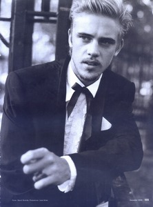 Post a picture of an actor wearing a black suit jacket.