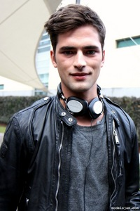 Post a picture of an actor wearing headphones.