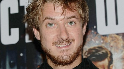 Post a picture of an actor with green eyes.