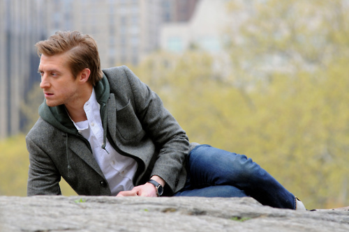 Post a picture of an actor on the ground.