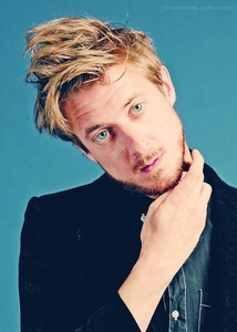 Post a picture of an actor with his head tilted.